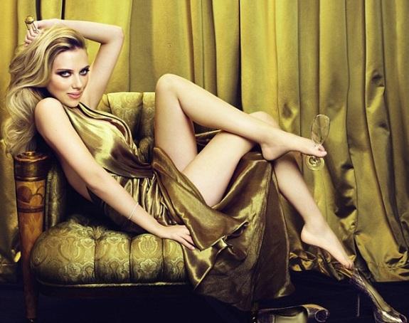 Scarlett Johansson 2 Scarlett Johansson, Jennifer Aniston Get Hollywood Stars
